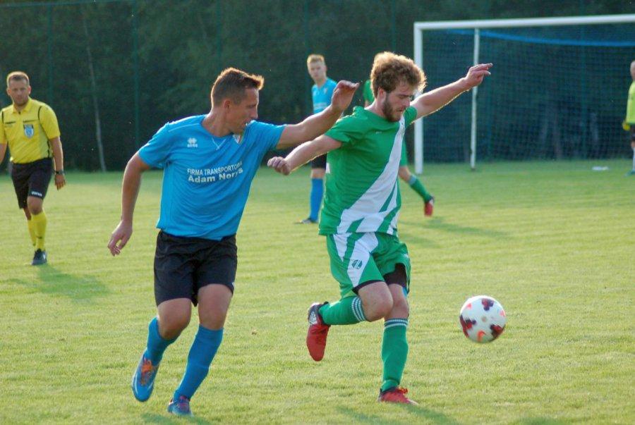 Piłkarze Gromca wywieźli trzy punkty z Żarek (ZDJĘCIA)