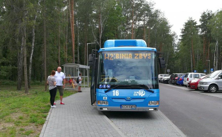 Niewielu pasażerów dojeżdża autobusami nad Chechło i Balaton