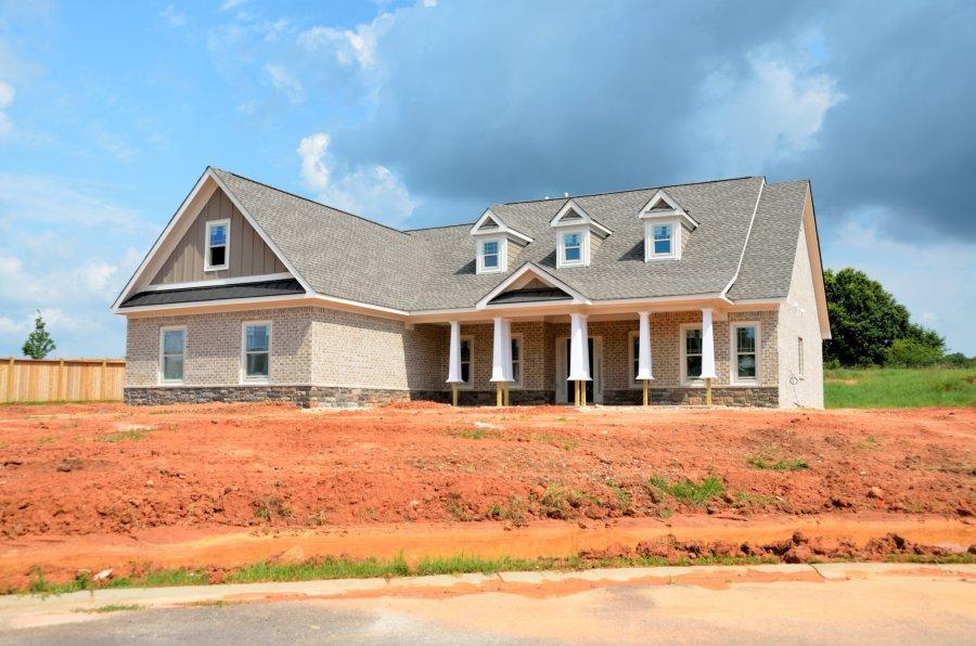 Dom parterowy czy piętrowy - porównujemy koszty