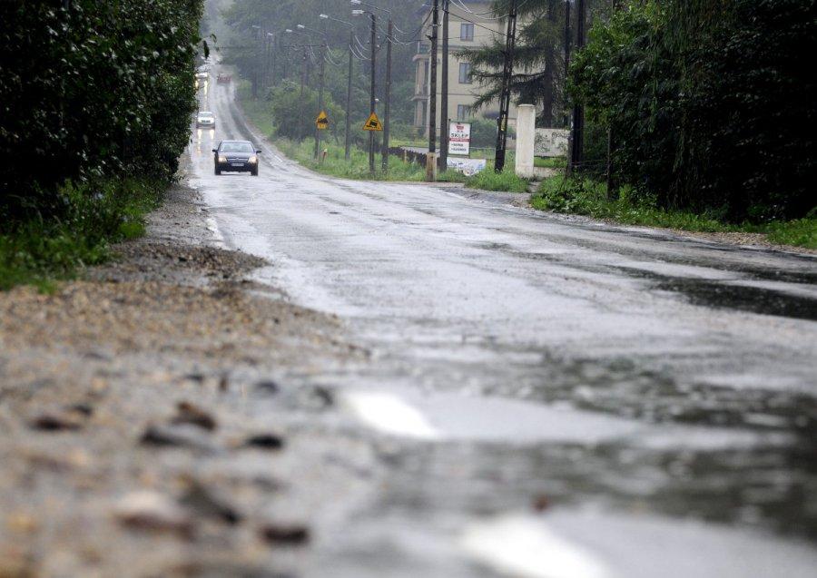 Będzie nowy asfalt na drodze wojewódzkiej. A co z chodnikiem?