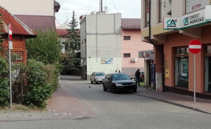 W Chrzanowie jazda po nowemu i parkowanie nie zawsze właściwe