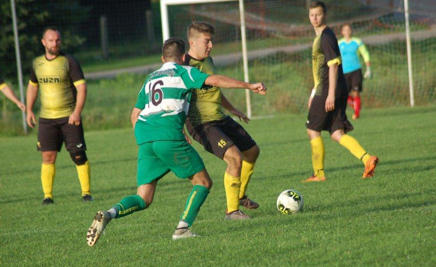 Piłkarze Mętkowa z Młoszową zagrali niezbyt efektownie, ale efektywnie (WIDEO)