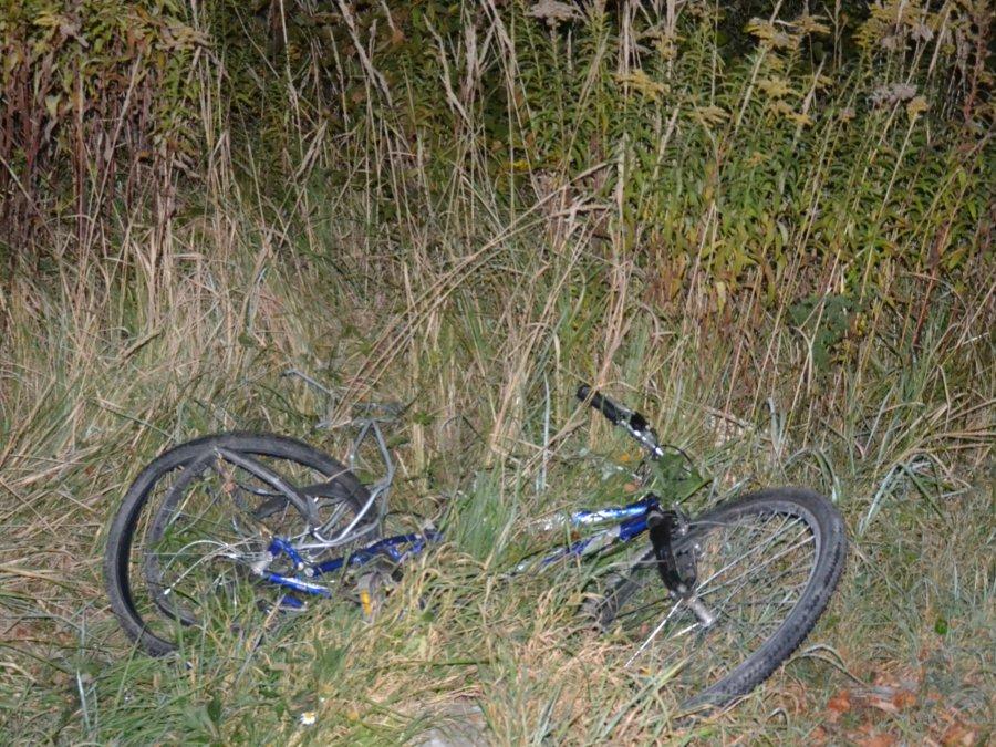 Śmiertelnie potrącił rowerzystę. Szuka go policja. Za pomoc jest nagroda