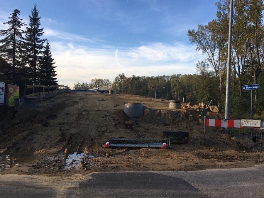 Budowa wiaduktu na ul. Słowackiego. Dlaczego ostatnio nie widać tam robotników?