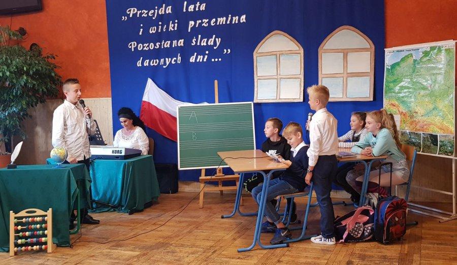 W szkole w Płokach przez 200 lat wykształciło się wiele pokoleń (WIDEO, ZDJĘCIA)