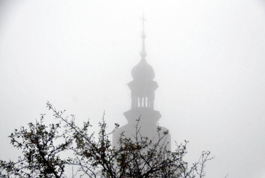 Kościół we mgle