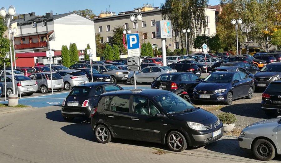Darmowe parkowanie przy starostwie przez 20 czy 60 minut?