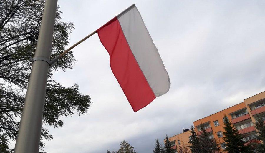 Flagi już wiszą, ale nie wszędzie