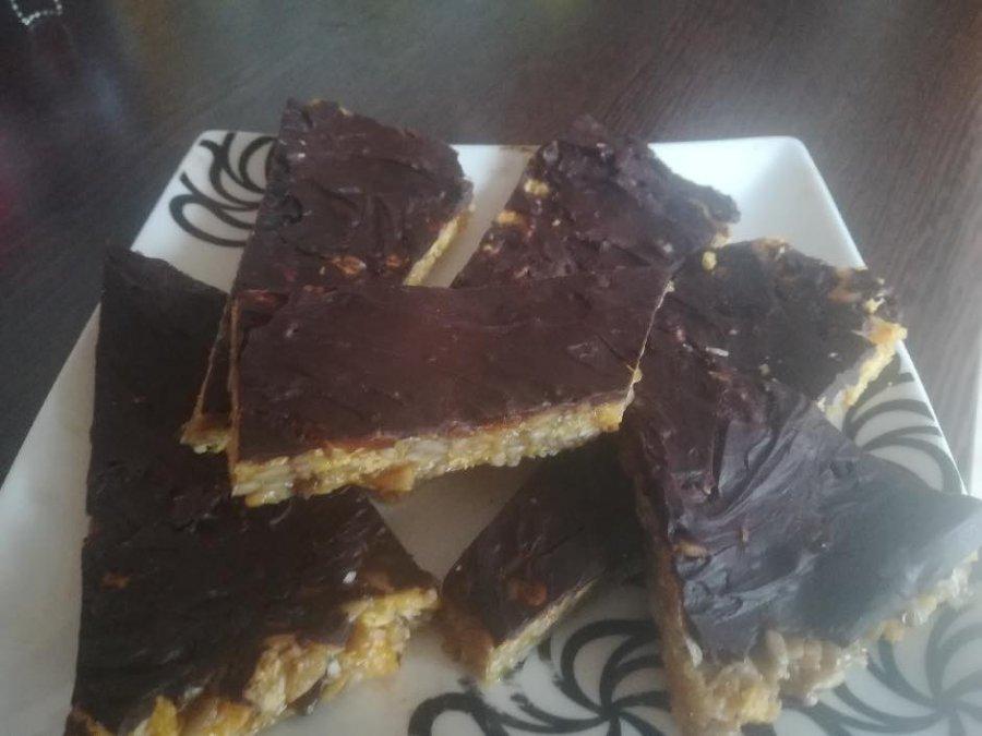 Pyszne ciastka z płatkami kukurydzianymi i słonecznikiem