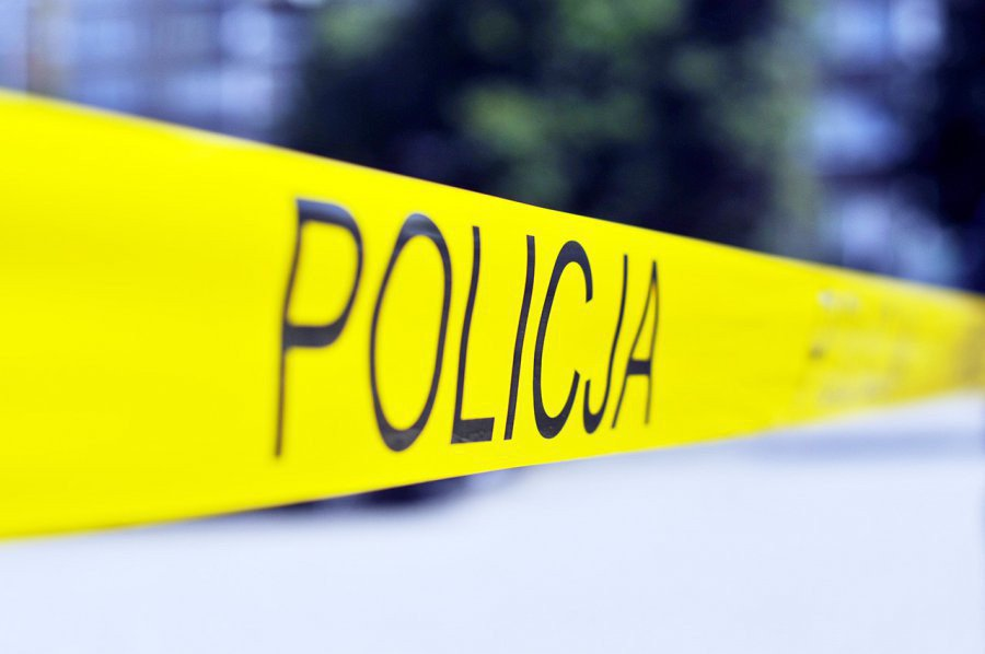 Krewka dwudziestolatka znieważała policjantów. Była pijana