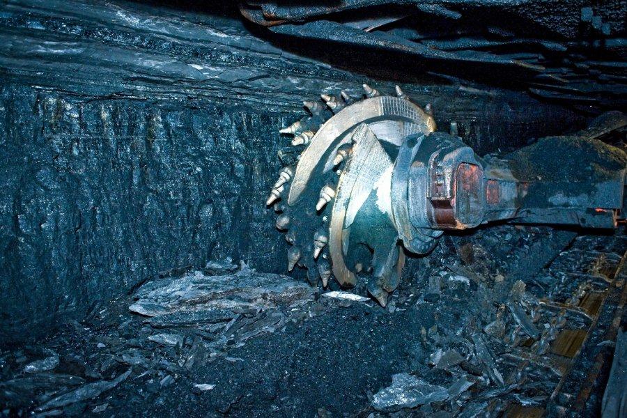 Górnicy z kopalni Janina wydobywają węgiel z nowej ściany