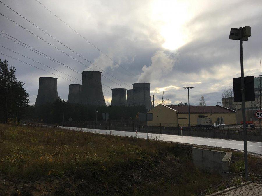 Życie dwóch bloków elektrowni przedłużone. Wygaszą je później