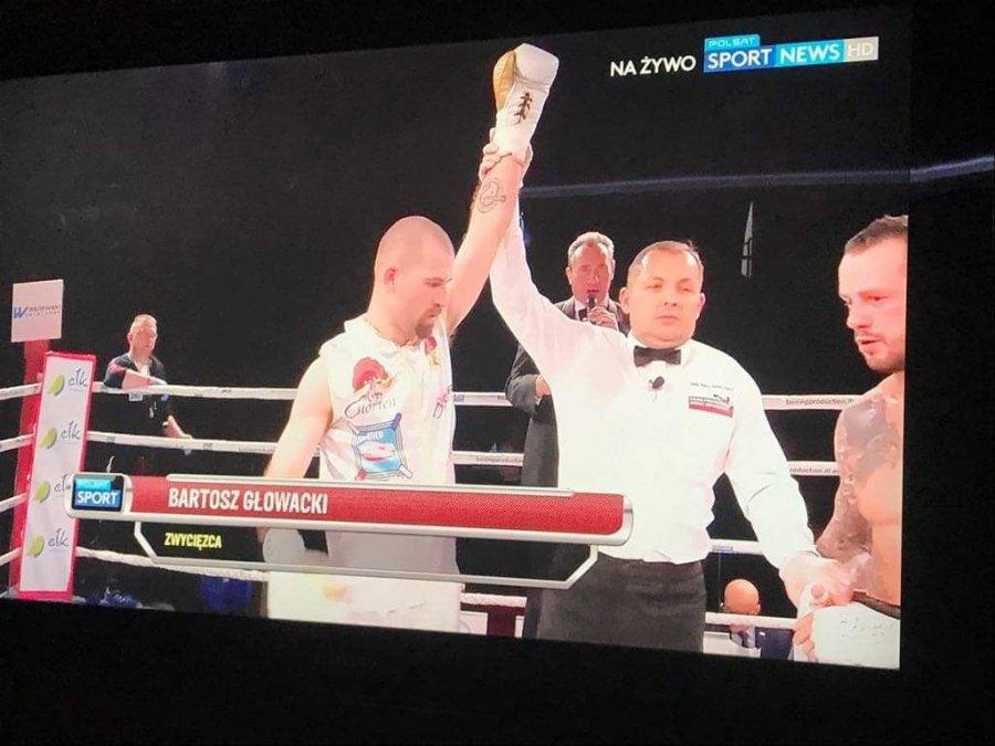 Bokser z Chrzanowa wygrał przed czasem walkę na zawodowym ringu