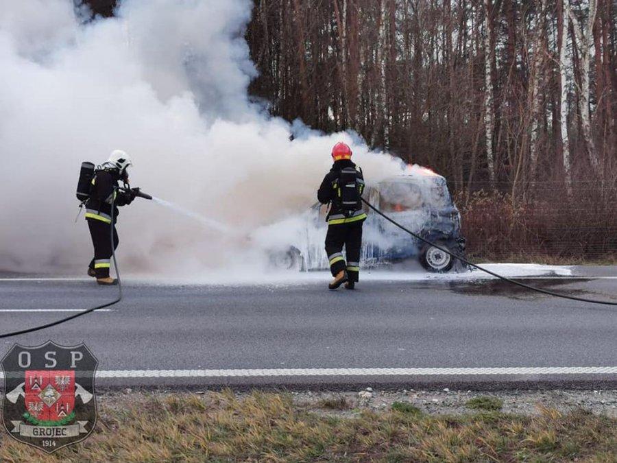 Samochód spłonął na autostradzie