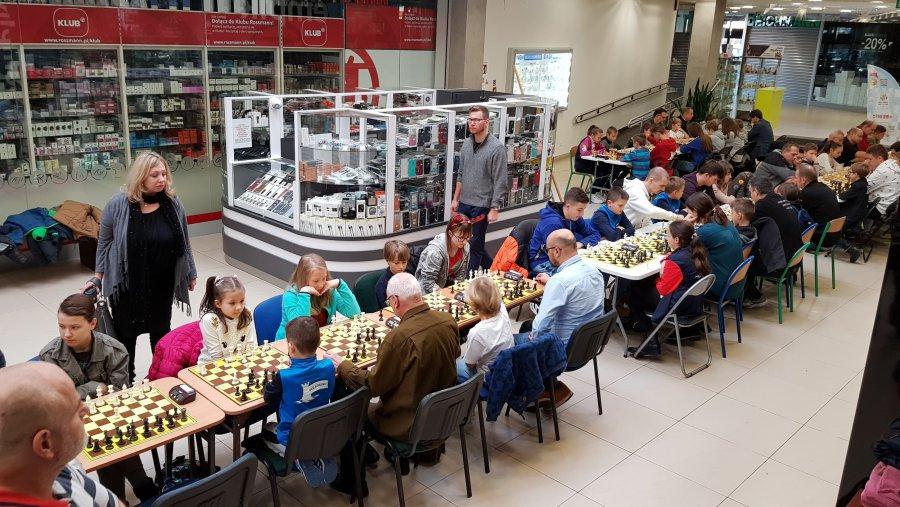 W galerii handlowej szachiści walczyli o nagrody (WIDEO)
