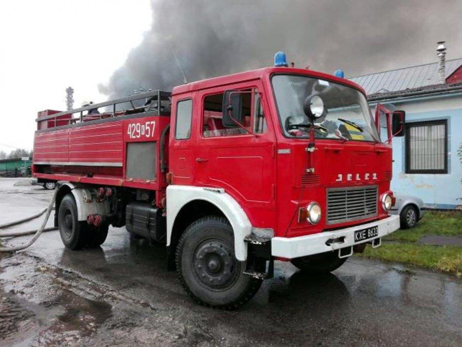 Chcesz mieć własny wóz strażacki? Auto idzie pod młotek