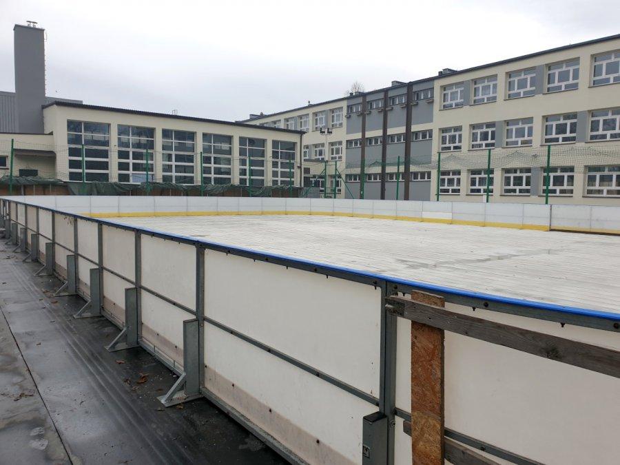 Otwarcie lodowiska w Krzeszowicach. Jazda w sobotę będzie bezpłatna