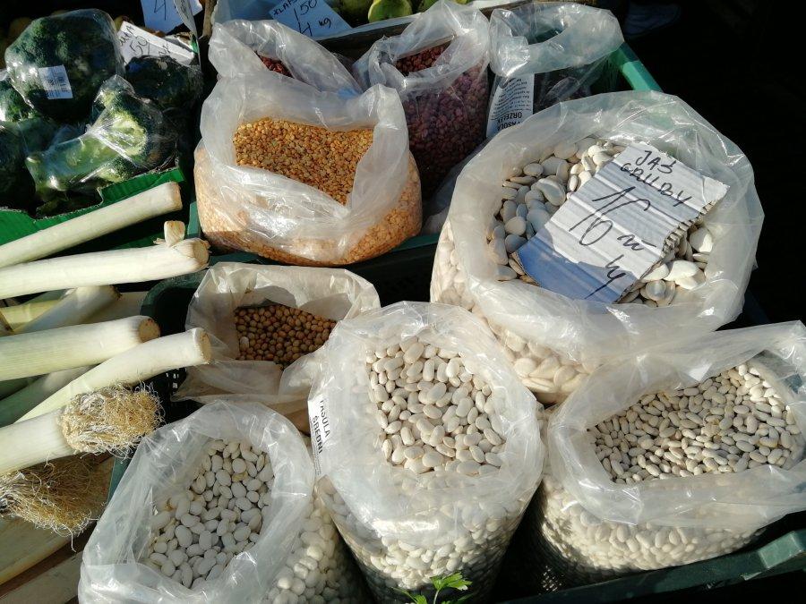 Na lokalnym bazarku królują grochy, groszki i fasole
