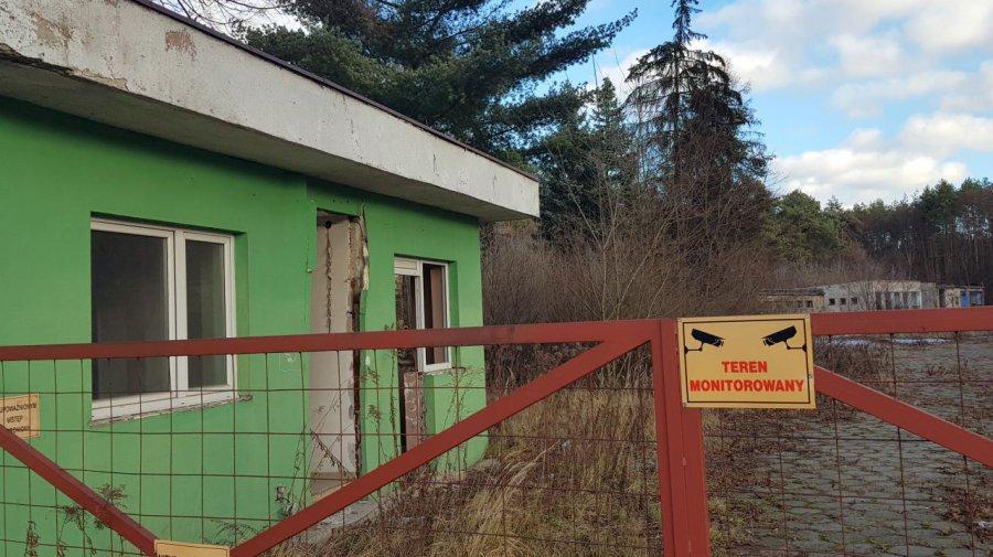 Nieproszeni goście już nie wejdą na teren byłej jednostki w Bolęcinie (WIDEO, ZDJĘCIA)