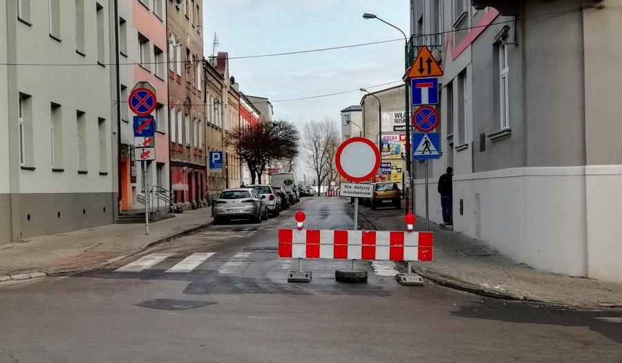 Dwie drogi zostały na kilka miesięcy zamknięte w centrum Chrzanowa (WIDEO)