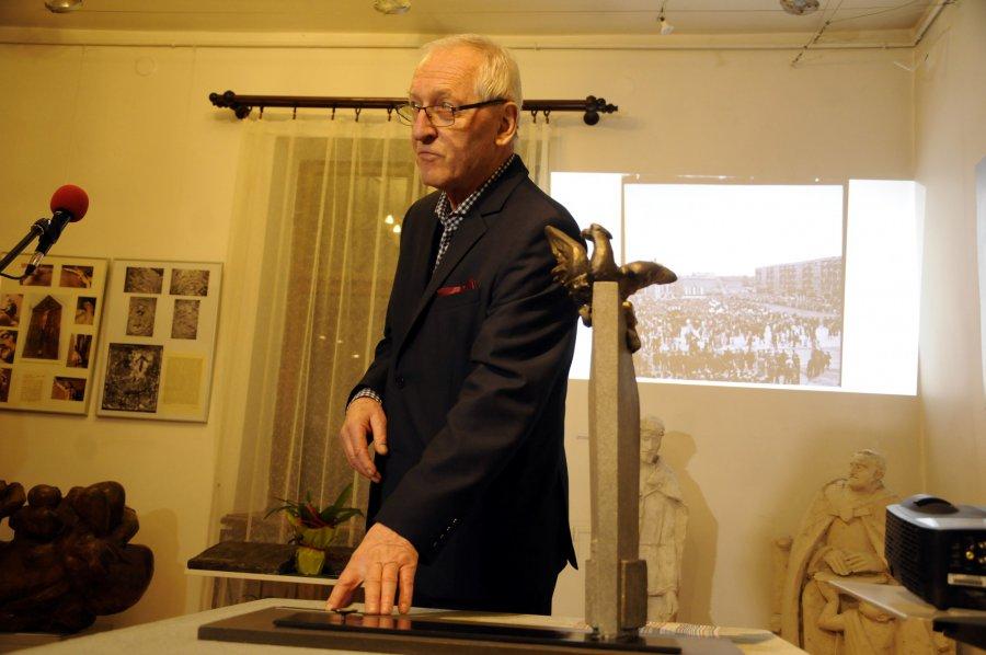 Z gabinetu burmistrza orzeł trafił do Muzeum w Chrzanowie (WIDEO)