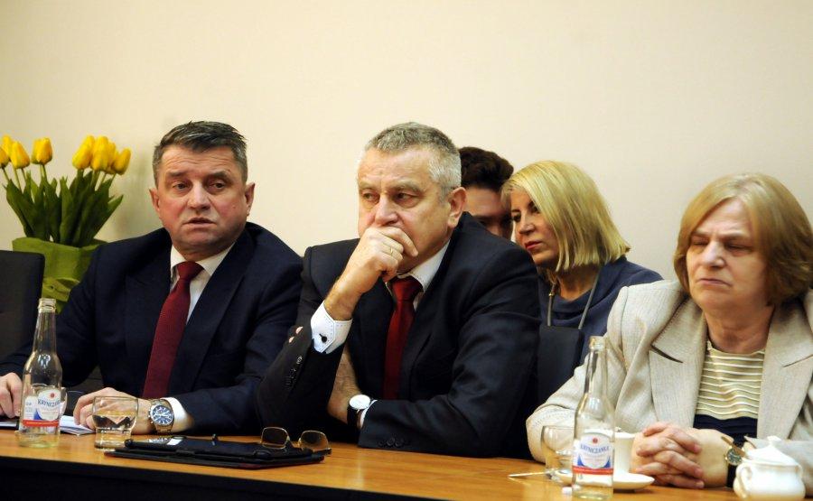 """W sprawie przekształcenia szkoły w Chrzanowie: """"Radny Andrzeju, nie bądź Kasandrą"""""""