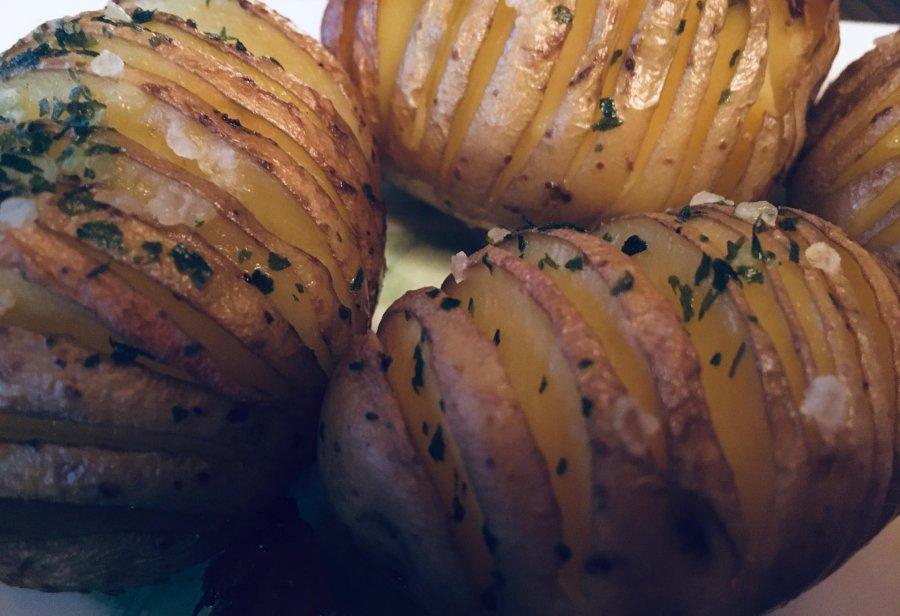 Ziemniaki Hasselback, czyli pieczony przysmak ze Szwecji