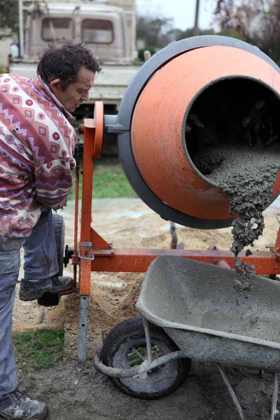 Jak korzystać z betoniarki krok po kroku