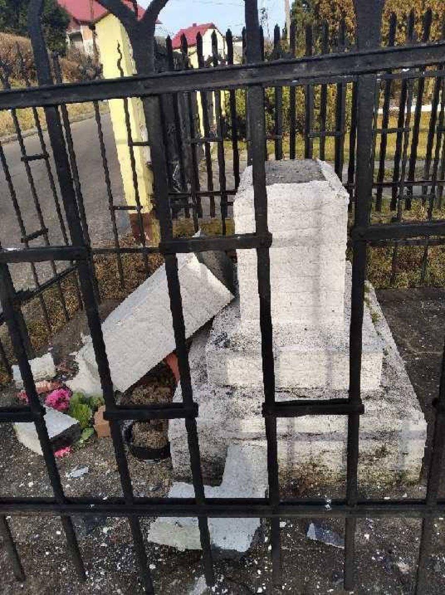 Wandale zniszczyli krzyż. Policja szuka sprawców