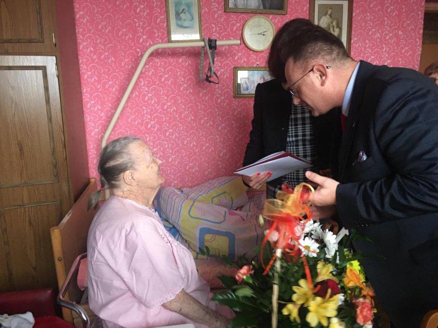 Władysława Kadula z Płok dziś świętuje 100 lat. Jest najstarszą mieszkanką Trzebini (WIDEO)