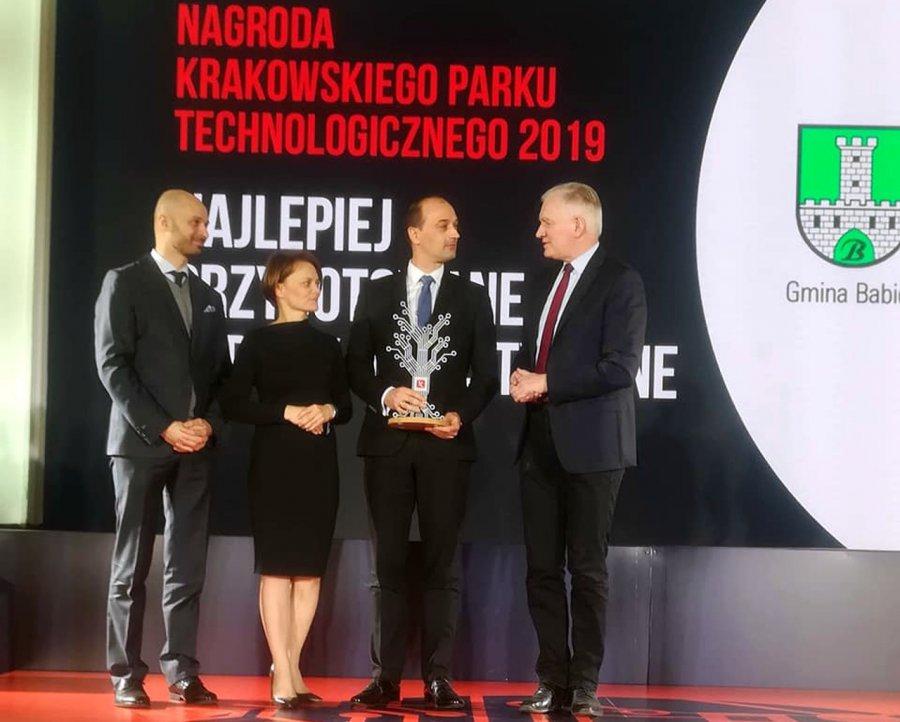 Wicepremier Gowin i minister Emilewicz wręczyli nagrodę wójtowi Babic