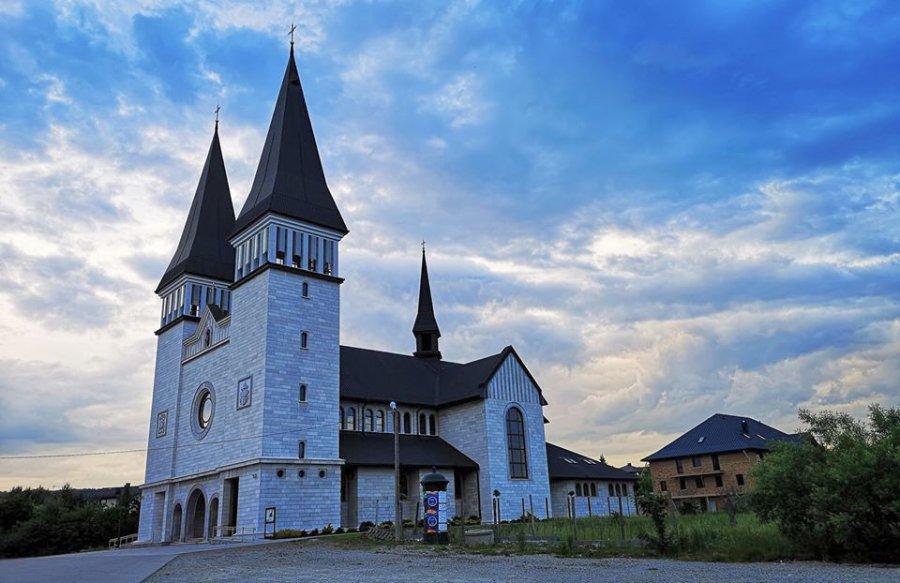 Kościół w Krzeszowicach wyróżniony przez papieża. Co zyskają wierni?