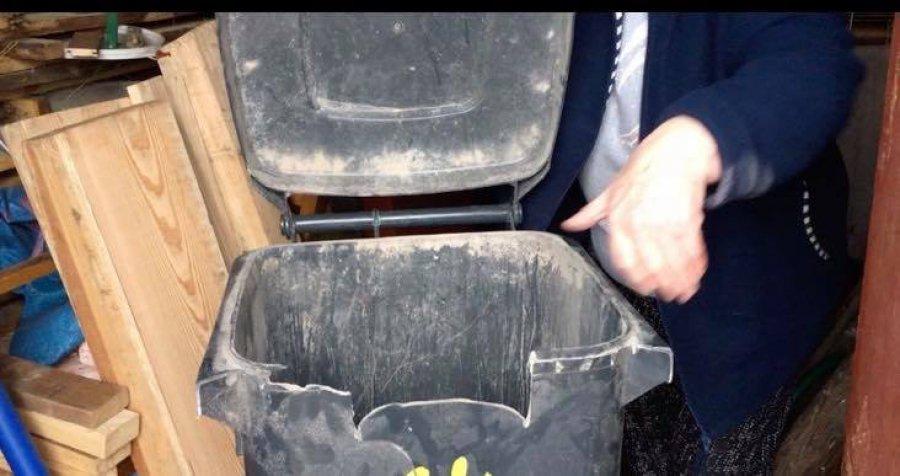 Rozsypany popiół i uszkodzone pojemniki. Mieszkańcy się skarżą (WIDEO)