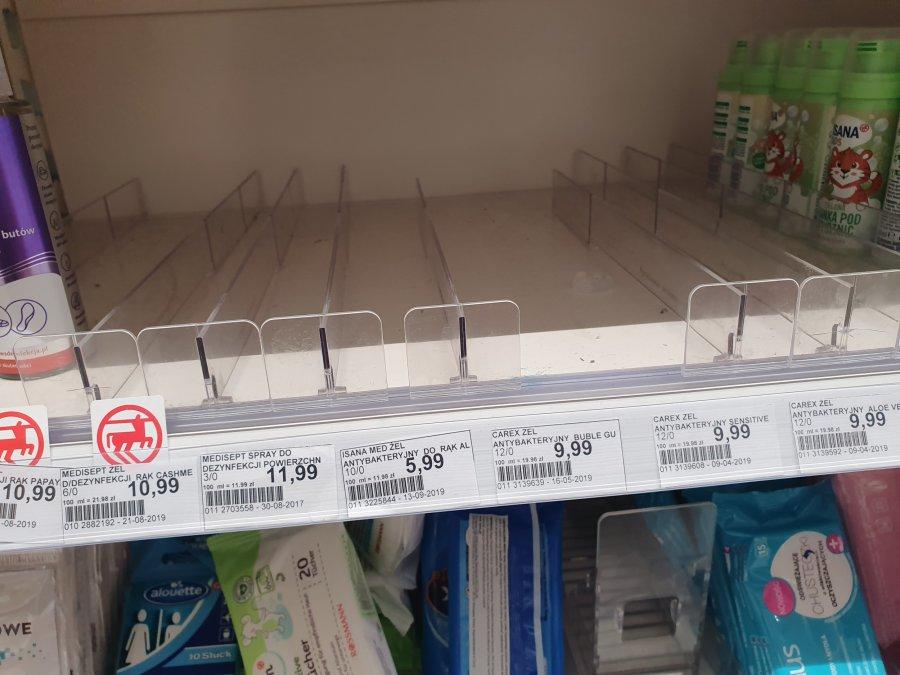 Środki antybakteryjne w niektórych lokalnych sklepach wykupione