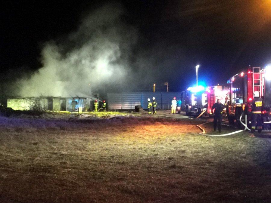 27 strażaków gasiło pożar budynku w Trzebini