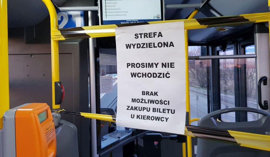 Pustki w autobusach i busach. Szykują się kolejne ograniczenia
