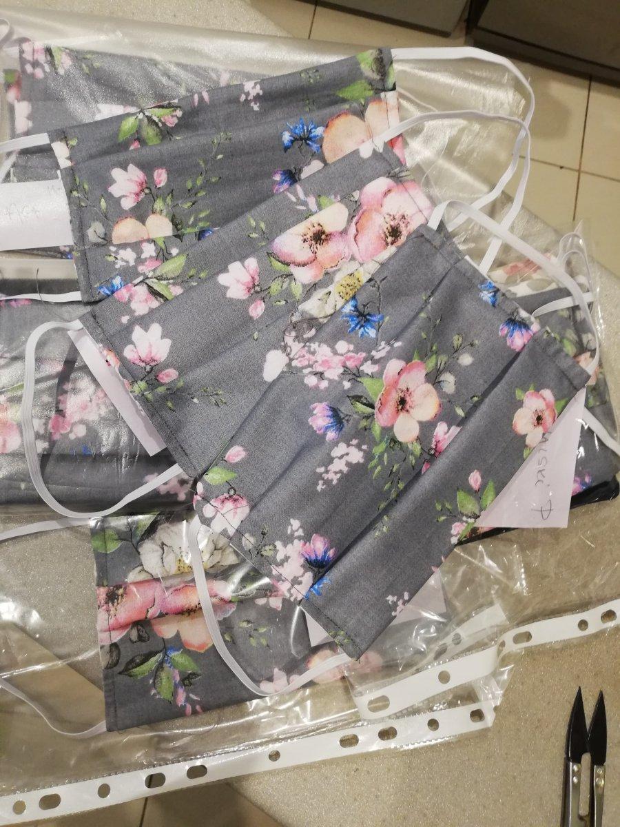 Chrzanów szyje maseczki dla szpitala. Dziś dowieziono ich prawie setkę! (ZDJĘCIA)
