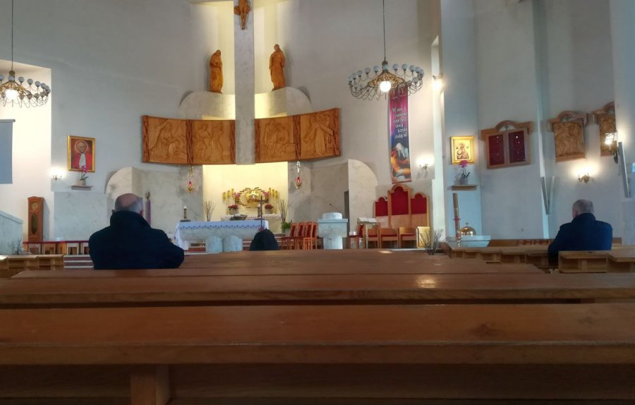 Lokalne parafie zaczęły transmisje mszy świętych w internecie (AUDIO)