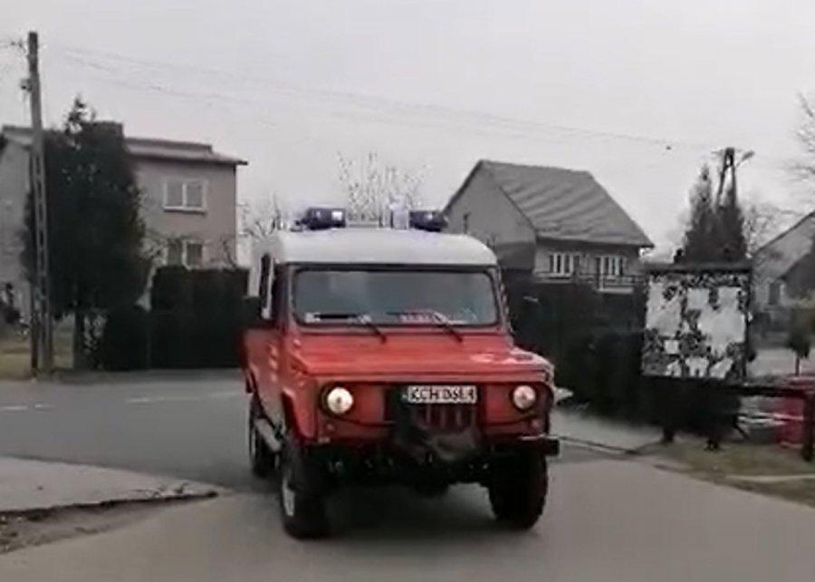 Strażacy proszą, żeby się rozejść (WIDEO)