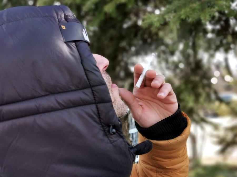 Spotkali się na papierosie i grozi im kara