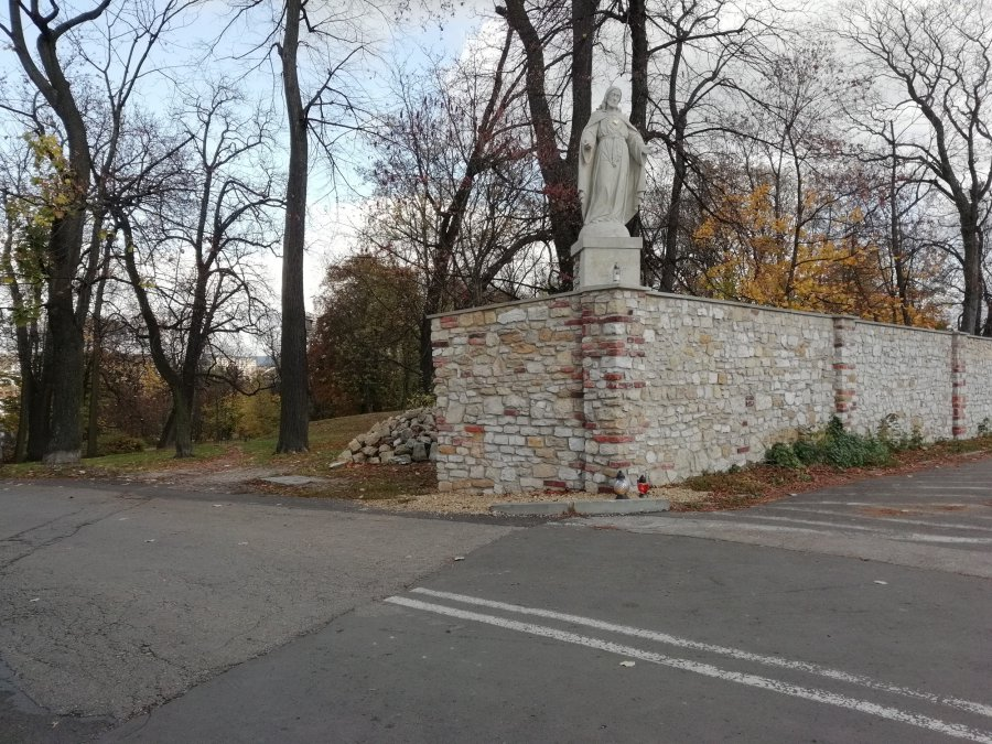 Koronawirus. Małżeństwo ukarane w parku w chrzanowskim Kościelcu