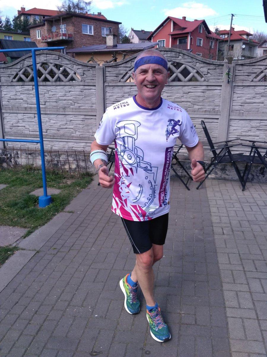 Bieganie a koronawirus. Jak biegać w czasach zarazy? (WIDEO)