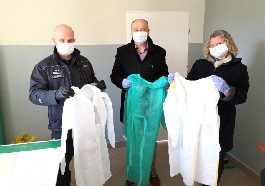 Więźniowie z Trzebini uszyli fartuchy dla szpitala