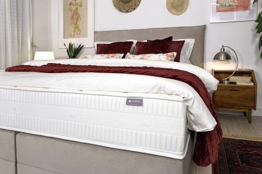 Czym charakteryzuje się materac hybrydowy i dlaczego warto wybrać go do swojej sypialni?