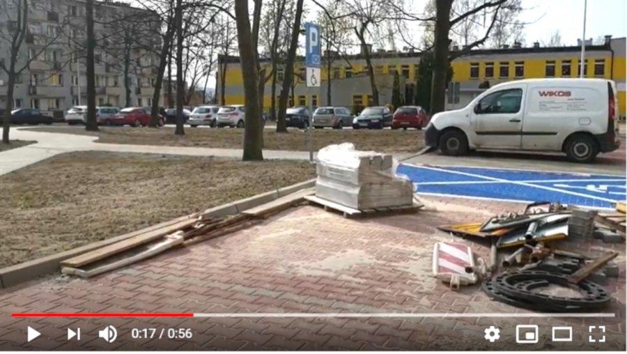 Mieszkańcy już korzystają z nowej drogi i parkingów przy żłobku (WIDEO)