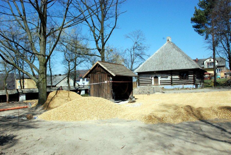 Plac budowy w skansenie w Wygiełzowie. Co tam powstaje? (ZDJĘCIA)