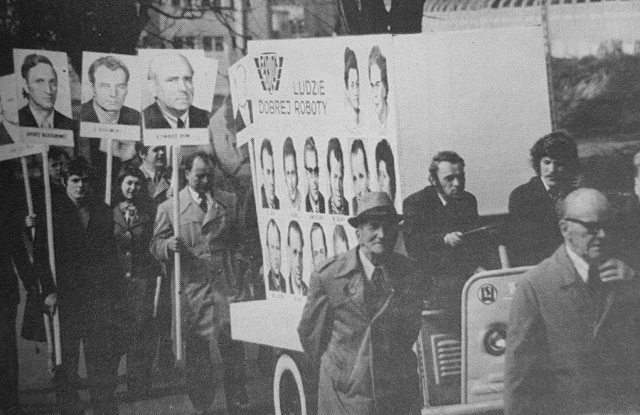 Nad głowami powiewał las szturmówek. Tak wyglądały pierwszomajowe pochody w Chrzanowie w PRL-u