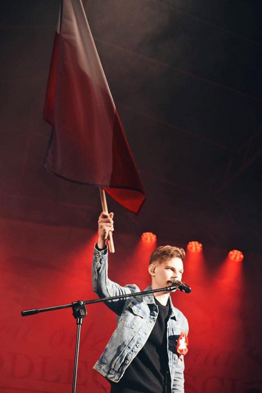 Maciek Nowak śpiewa: Limuzyny, policja i gaz. I Trójki się kończy czas