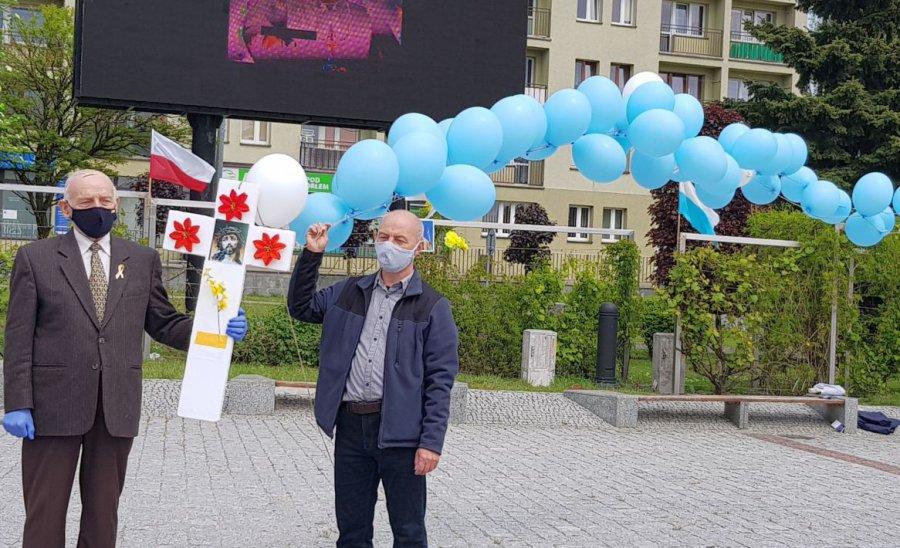 Wielki różaniec poszybował w niebo z okazji setnej rocznicy urodzin św. Jana Pawła II (WIDEO)