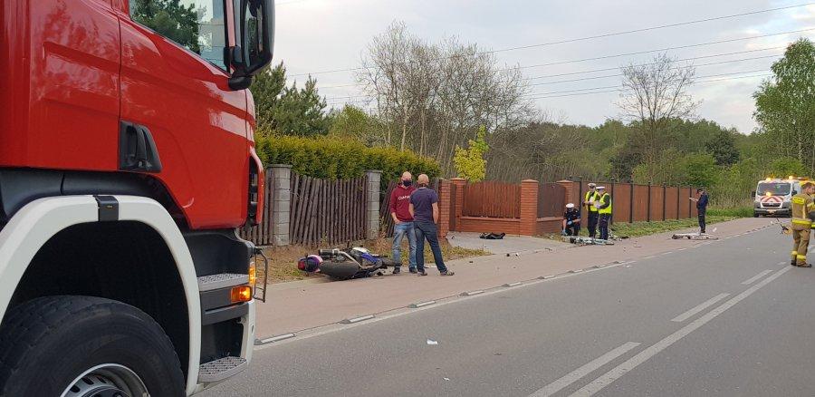Motocyklista wjechał w rowerzystów. Trzy osoby w szpitalu (ZDJĘCIA)